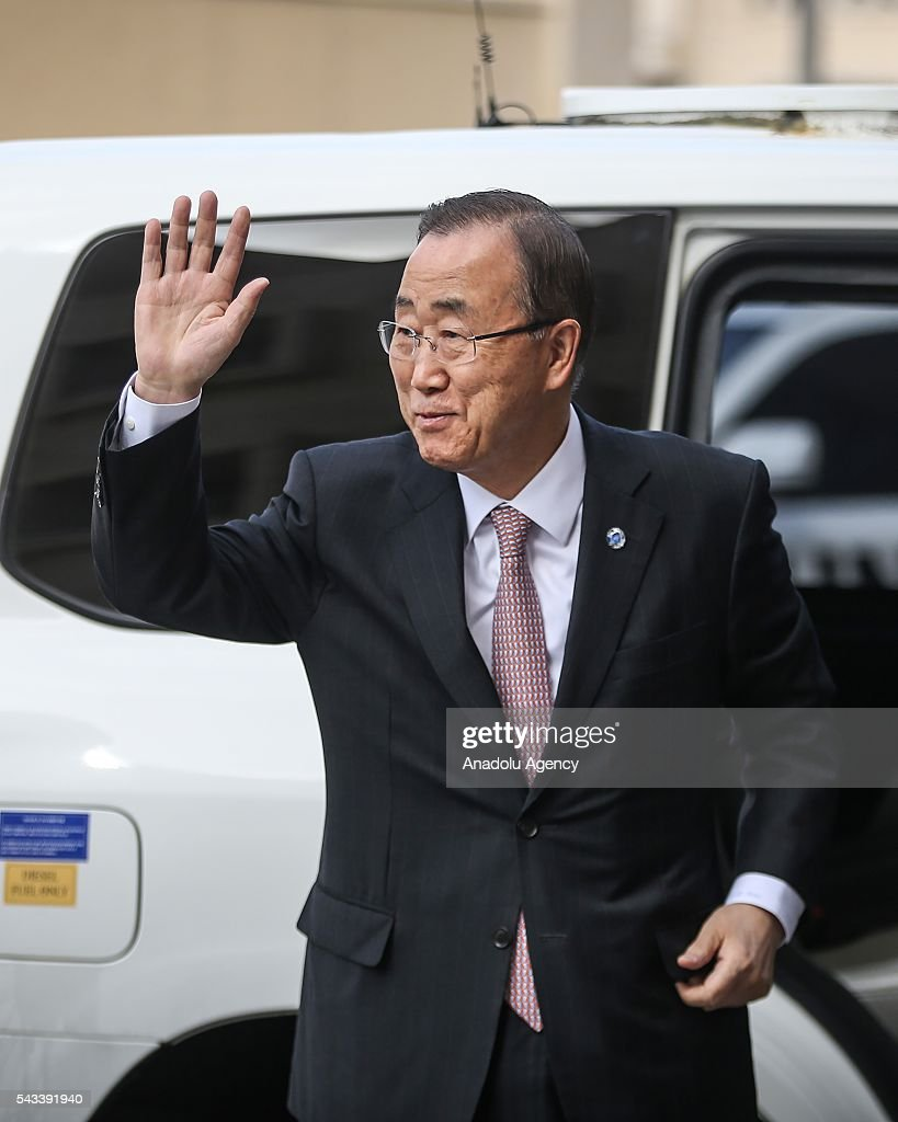 Secretary-General of the United Nations Ban Ki-moon (C) greets the press members during his visit at Hamad bin Khalifa Al Thani hospital in Gaza City, Gaza on June 28, 2016.