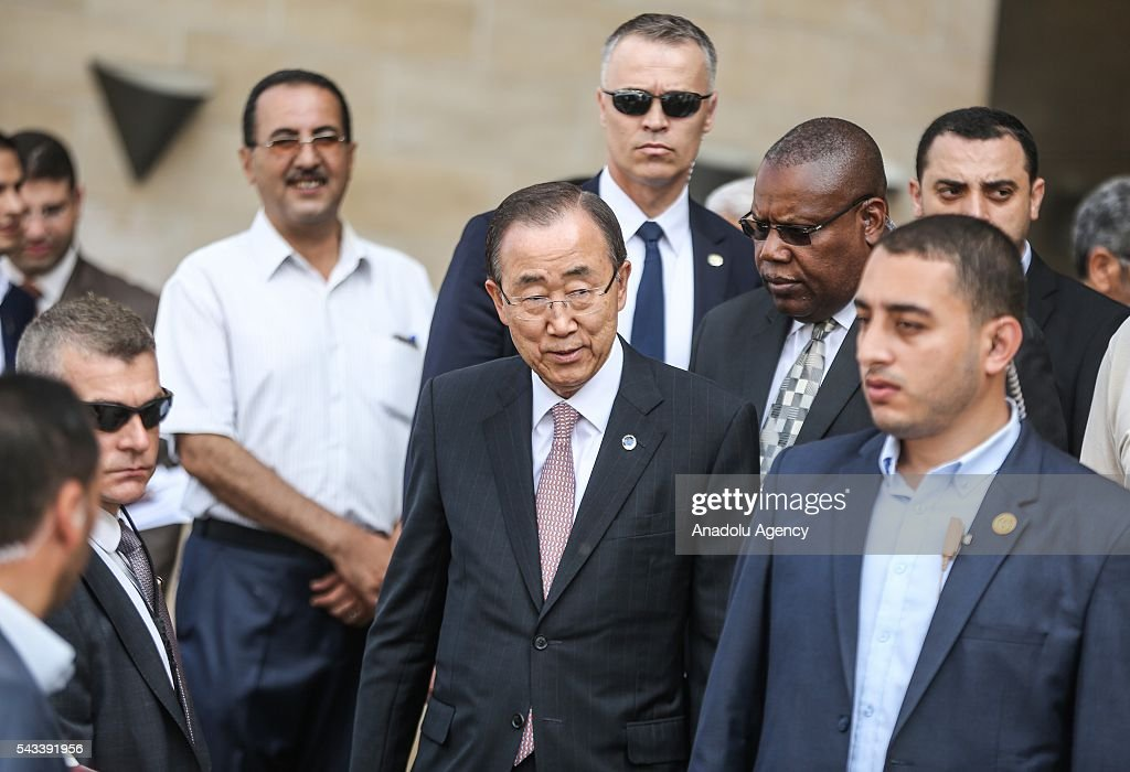 Secretary-General of the United Nations Ban Ki-moon (C) visits Hamad bin Khalifa Al Thani hospital in Gaza City, Gaza on June 28, 2016.
