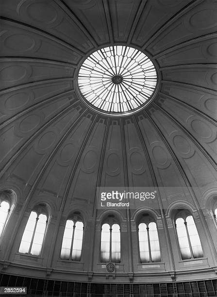 A section of the newlypainted dome of the Reading Room of the British Library 6th May 1952 The dome has been finished in cream grey and gold
