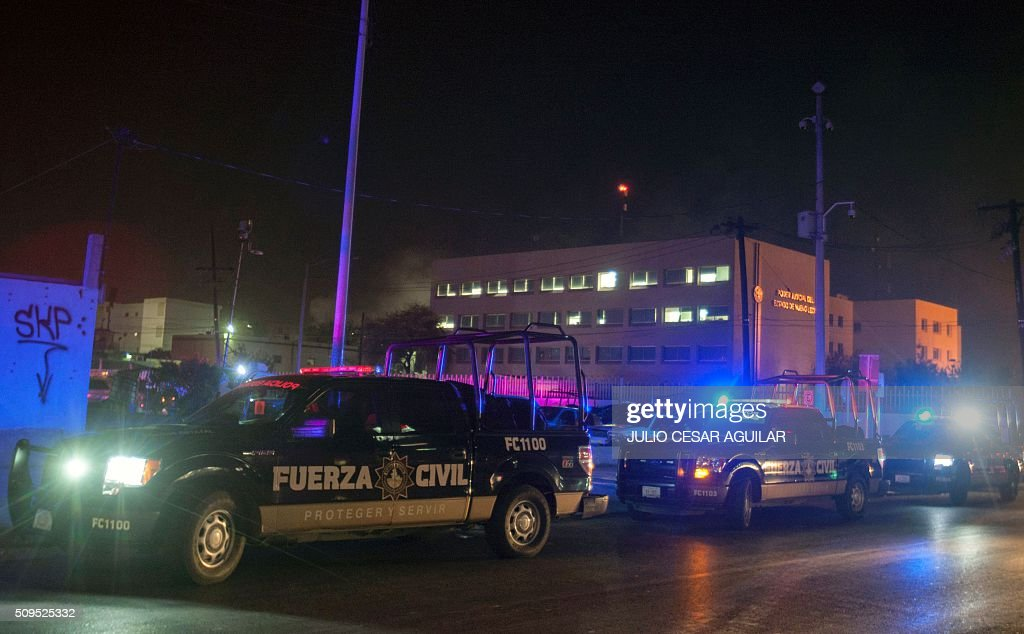 Security forces are deployed outside the Topo Chico prison in the northern city of Monterrey in Mexico where according to local media at least 30 people died in a prison riot on February 11, 2016. Riot police and ambulances were deployed at the Topo Chico prison as smoke billowed from the facility. Broadcaster Televisa reported that 30 died while Milenio television spoke of 50 victims, with inmates and prison guards among them. AFP PHOTO / JULIO CESAR AGUILAR / AFP / Julio Cesar Aguilar