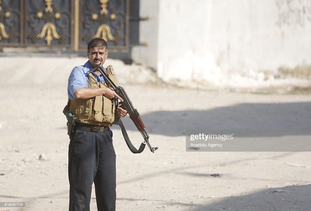 Security forces clash with Daesh terrorists in Domiz district of Kirkuk, Iraq on October 22, 2016. Street-to-street fighting between Daesh militants and security forces in Iraqs northern city of Kirkuk took place on Saturday, a local source told.