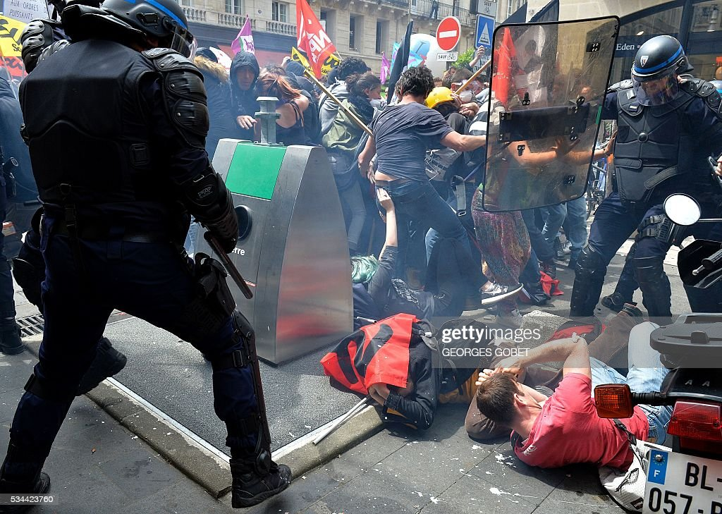 Security forces clash with demonstrators during a protest called by seven labour unions and students against the labour and employment law reform on May 26, 2016 in Bordeaux, southwest France. Fresh rallies were due to be held May 26 in Paris and other cities in the latest bout of social unrest that started three months ago and has frequently turned violent. Under intense pressure, Prime Minister Manuel Valls vowed the labour law would not be withdrawn, but said it might still be possible to make 'changes' or 'improvements'. / AFP / GEORGES