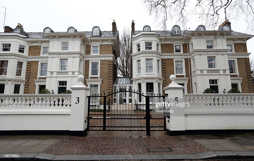 A security gate is seen outside a row of houses on Lansdowne Road in the Kensington and Chelsea borough of London, U.K., on Friday, Dec. 28, 2012. Egerton Crescent, close to Harrods luxury department store in Knightsbridge, is the most expensive address in the borough, with an average property value of 8.14 million pounds ($13.2 million), Lloyds TSB said. Photographer: Chris Ratcliffe/Bloomberg via Getty Images