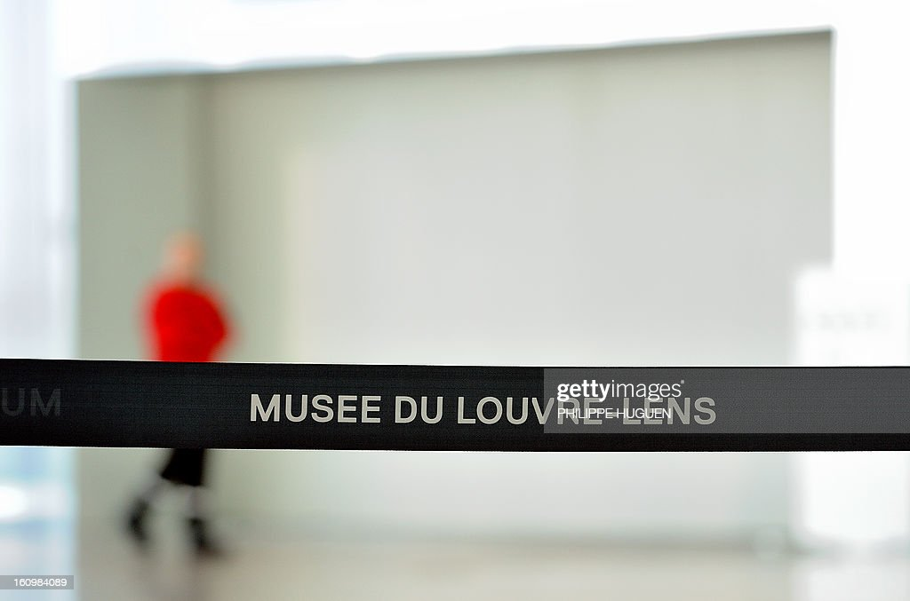 A security guard blocks the entrance of the 'Galerie du Temps' at the Louvre-Lens Museum in the French northern city of Lens, on February 8, 2013 after a woman vandalised on the eve the Eugene Delacroix masterpiece 'La Liberté guidant le Peuple' (Liberty leading the people, by writing on it 'AE911' with a black permanent marker on the painting. AFP PHOTO/ PHILIPPE HUGUEN CORRECTION - THE 'GALERIE DU TEMPS' IS