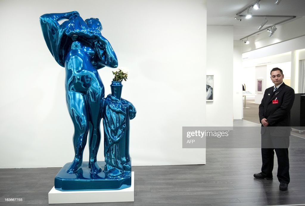 Security guard stands next to a sculpture By American artist Jeff Koons displayed at the Art and Antiques Fair TEFAF in Maastricht, Netherlands, on March 14, 2013. The event runs from 15 to March 24, 2013. AFP PHOTO / ANP / MARCEL VAN HOORN netherlands out RESTRICTED TO EDITORIAL USE - MANDATORY CREDIT 'AFP PHOTO / HO / SANA' - NO MARKETING NO ADVERTISING CAMPAIGNS - DISTRIBUTED AS A SERVICE TO CLIENTS