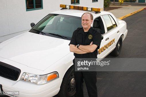 警備オフィサーと自動車