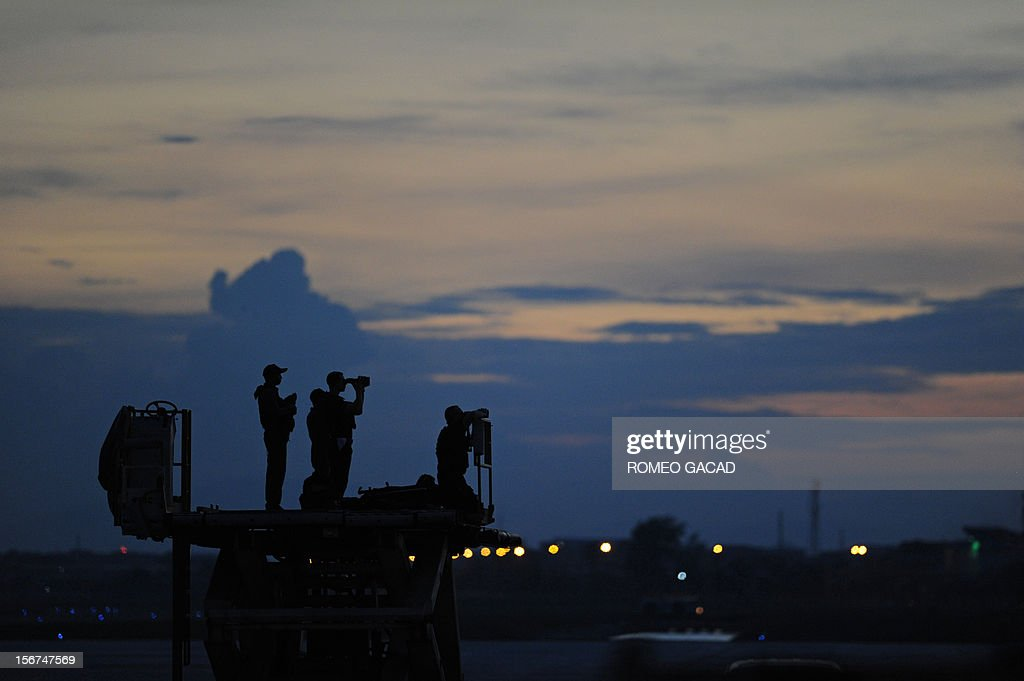 US security personnel keep watch as Air Force One carrying US President Barack Obama prepares to take off from Phnom Penh airport on November 20, 2012. US President Barack Obama on Tuesday defied Chinese protests and raised concerns at a summit about territorial disputes that have sent diplomatic and trade shockwaves across the region.