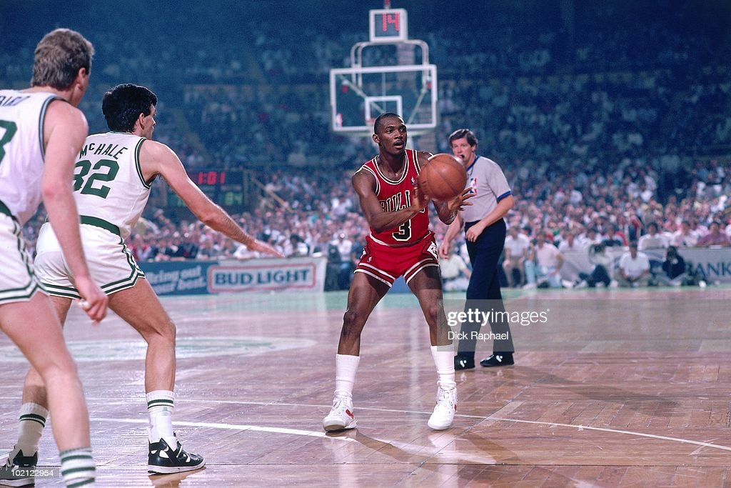 Sedale Threatt #3 of the Chicago Bulls passes against the Boston Celtics during a game played in 1987 at the Boston Garden in Boston, Massachusetts.