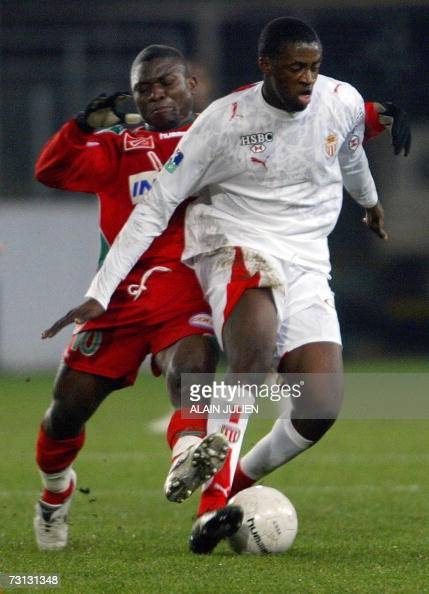 Sedan's forward Cameroonian Marcus Mokake fights for the ball with Monaco's' Ivorian forward Yaya Toure during their French L1 football match Sedan...
