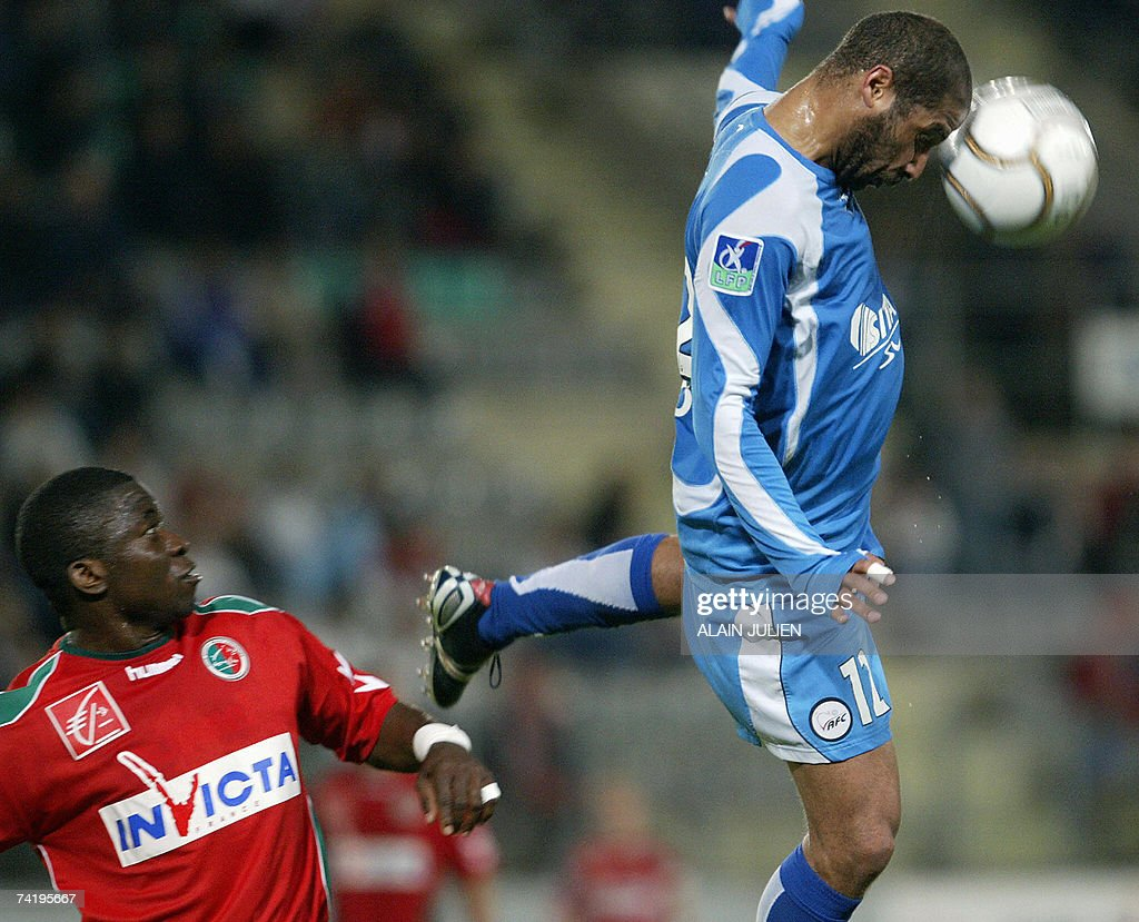 Sedan's forward Marcus Mokake vies with the ball with Valenciennes's defender Eric Chelle during their French L1 match 19 May 2007 at the Louis...