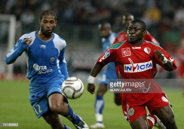 Sedan's forward Marcus Mokake vies with Valenciennes' defender Eric Chelle during their French L1 football match 19 May 2007 at the Louis Dugauguez...
