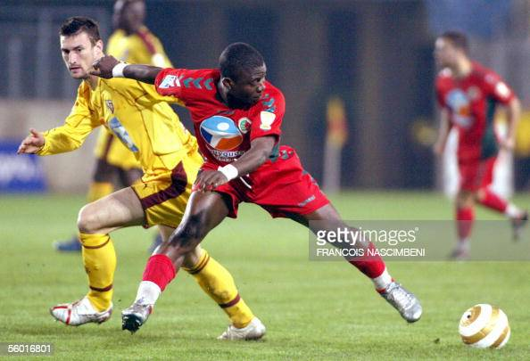 Sedan's Marcus Mokake Mwambo vies with Metz' Stephane Borbiconi during their French League Cup football match 26 October 2005 at the Louis Dugauguez...