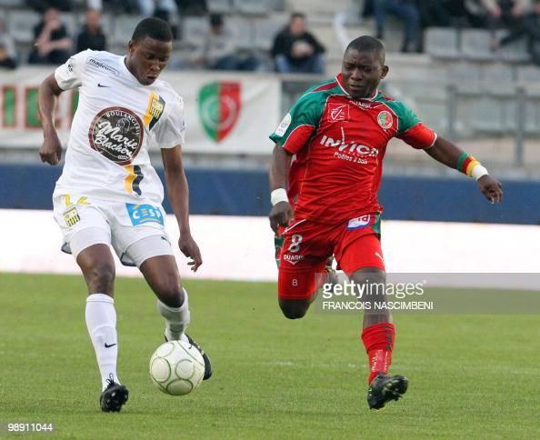 Sedan's forward Markus Mokake fights for the ball with ArlesAvignon's midfielder Ndiaye Deme Ndiaye during the French L2 football match Sedan vs...