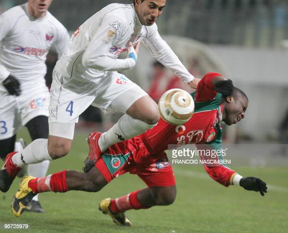 Sedan's forward Markus Mokake Mwambo fights for the ball with Clermont defender Medhi Benatia during the French League Cup football match round of...