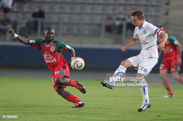 Sedan's Marcus Mokake Mwambo fights for the ball with Auxerre's Benoit Pedretti during the French League Cup football match Sedan vs Auxerre on...