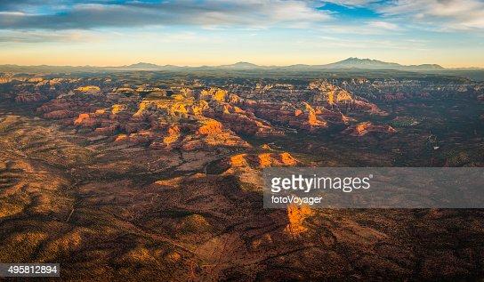 セドナの日の出鳥瞰図レッドロックカントリーアリゾナ州(米国)