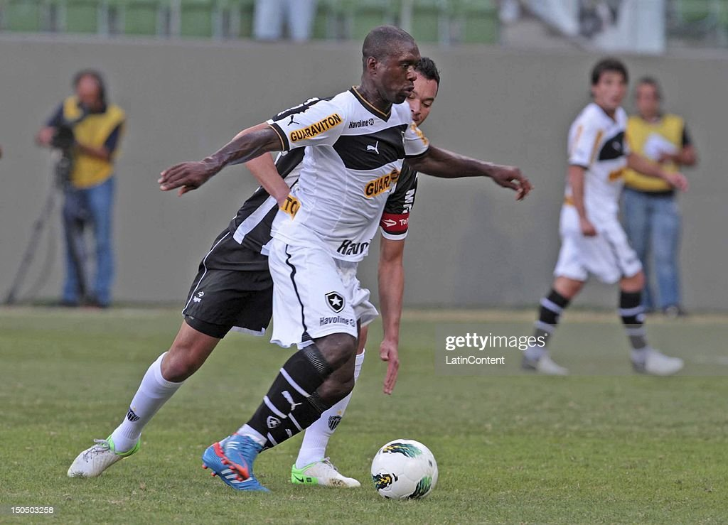 Seedorf of Botafogo during a match between Botafogo and Atletico MG as part ot the Brazilian Championship at Independence Stadium on August 19, 2012 in Belo Horizonte, Brazil.