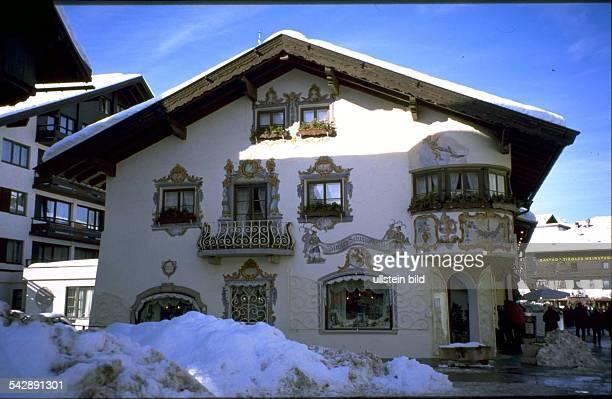 Seefeld im Winter Lüftlmalerei an einem Haus