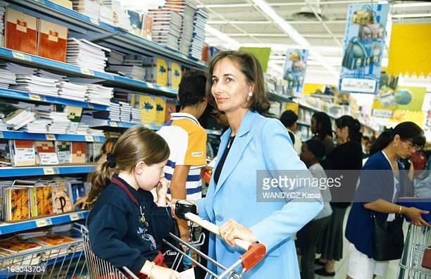 Segolene Royal At A Supermarket With Children France août 1998 Ségolène ROYAL ministre déléguée à l'enseignement scolaire fait ses courses de rentrée...