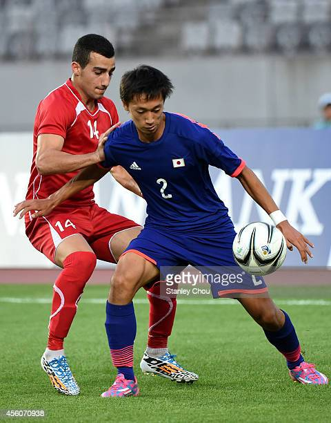 Sei Muroya of Japan is challenged by Abdallah Jaber of Palestine during the Football Mens Round of 16 match between Palestine and Japan on day six of...