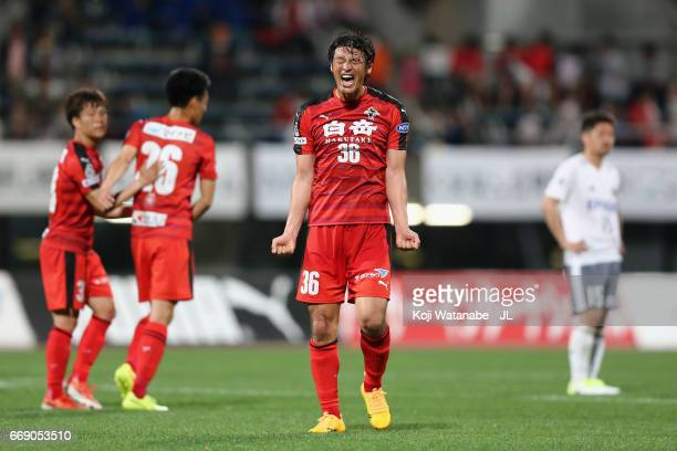 Seiichiro Maki of Roasso Kumamoto celebrates his side's 20 victory after the JLeague J2 match between Roasso Kumamoto and Matsumoto Yamaga at Egao...