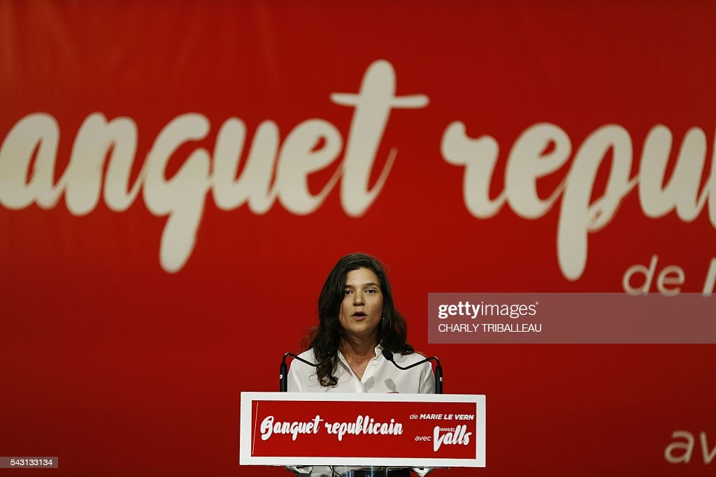 Seine-Maritime departmental delegate Marie Le Vern delivers a speech during the 'Banquet Republicain', on June 26, 2016 in Belleville-sur-Mer, northwestern France. / AFP / CHARLY