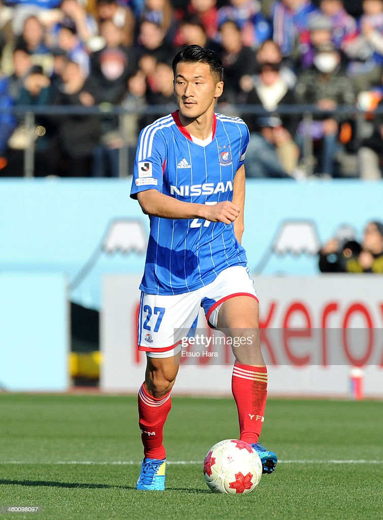 Seitaro Tomisawa of Yokohama F.Marinos in action during the 93rd Emperor's Cup final between Yokohama F.Marinos and Sanfrecce Hiroshima at the National Stadium on January 1, 2014 in Tokyo, Japan.