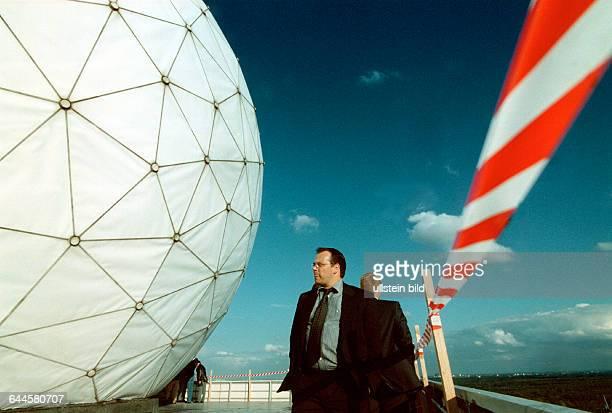 Sektempfang fuer potentielle Investoren und Kunden unter den Radarkuppeln der ehem Abhoeranlage der Alliierten auf dem Teufelsberg die Universal...