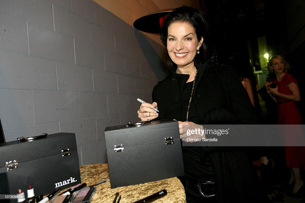 <a gi-track='captionPersonalityLinkClicked' href=/galleries/search?phrase=Sela+Ward&family=editorial&specificpeople=209144 ng-click='$event.stopPropagation()'>Sela Ward</a> with mark cosmetics during Movieline's Hollywood Life 8th Annual Young Hollywood Awards - Backstage and Audience at Music Box at The Fonda in Los Angeles, California, United States.