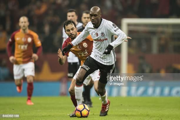 Selcuk Inan of Galatasaray Atiba Hutchinson of Besiktas JKduring the Turkish Spor Toto Super Lig football match between Galatasaray SK and Besiktas...