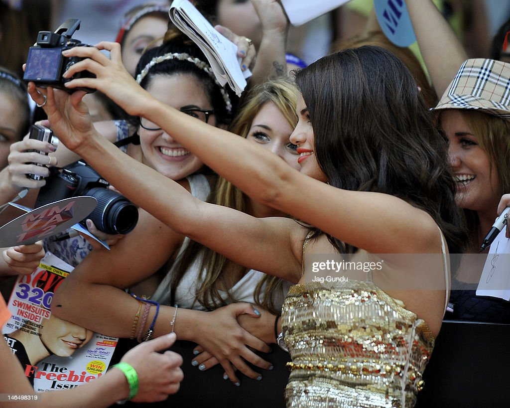 <a gi-track='captionPersonalityLinkClicked' href=/galleries/search?phrase=Selena+Gomez&family=editorial&specificpeople=4295969 ng-click='$event.stopPropagation()'>Selena Gomez</a> arrives at the 2012 MuchMusic Video Awards at MuchMusic HQ on June 17, 2012 in Toronto, Canada.