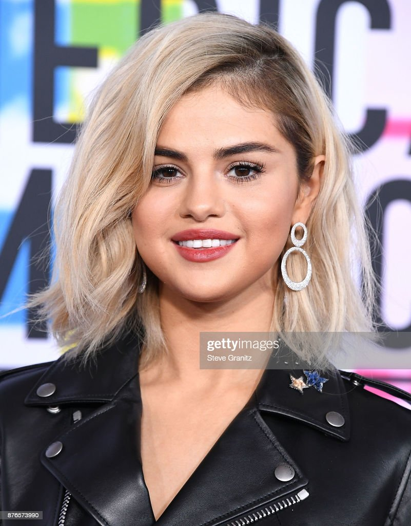 Selena Gomez arrives at the 2017 American Music Awards at Microsoft Theater on November 19, 2017 in Los Angeles, California.