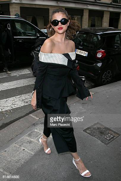 Selena Gomez arrives at the 'GINGER' restaurant on March 10 2016 in Paris France