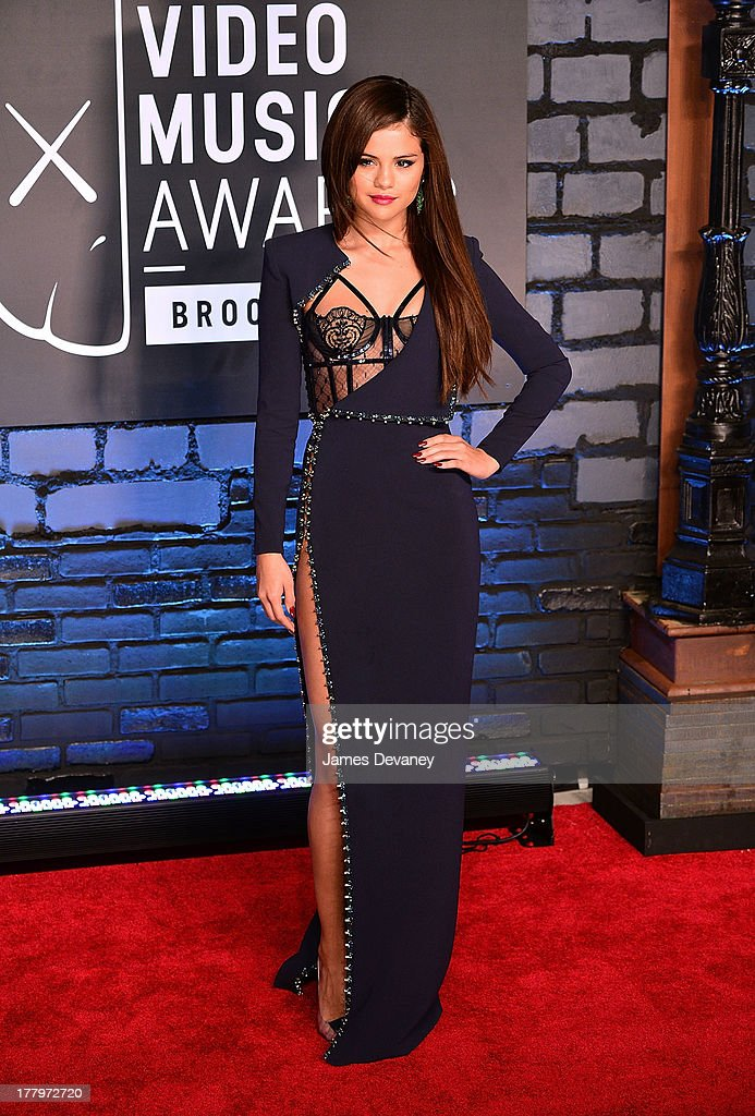 <a gi-track='captionPersonalityLinkClicked' href=/galleries/search?phrase=Selena+Gomez&family=editorial&specificpeople=4295969 ng-click='$event.stopPropagation()'>Selena Gomez</a> attends the 2013 MTV Video Music Awards at the Barclays Center on August 25, 2013 in the Brooklyn borough of New York City.