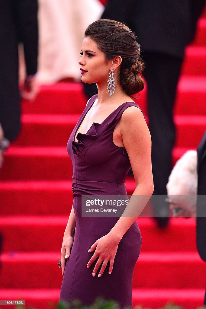 <a gi-track='captionPersonalityLinkClicked' href=/galleries/search?phrase=Selena+Gomez&family=editorial&specificpeople=4295969 ng-click='$event.stopPropagation()'>Selena Gomez</a> attends the 'Charles James: Beyond Fashion' Costume Institute Gala at the Metropolitan Museum of Art on May 5, 2014 in New York City.