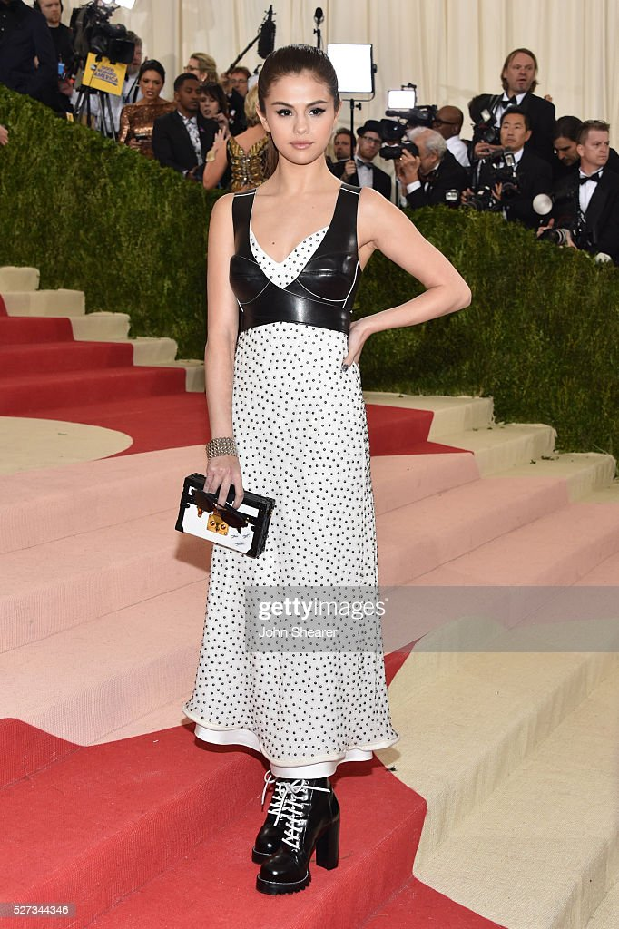 Selena Gomez attends the 'Manus x Machina: Fashion In An Age Of Technology' Costume Institute Gala at Metropolitan Museum of Art on May 2, 2016 in New York City.