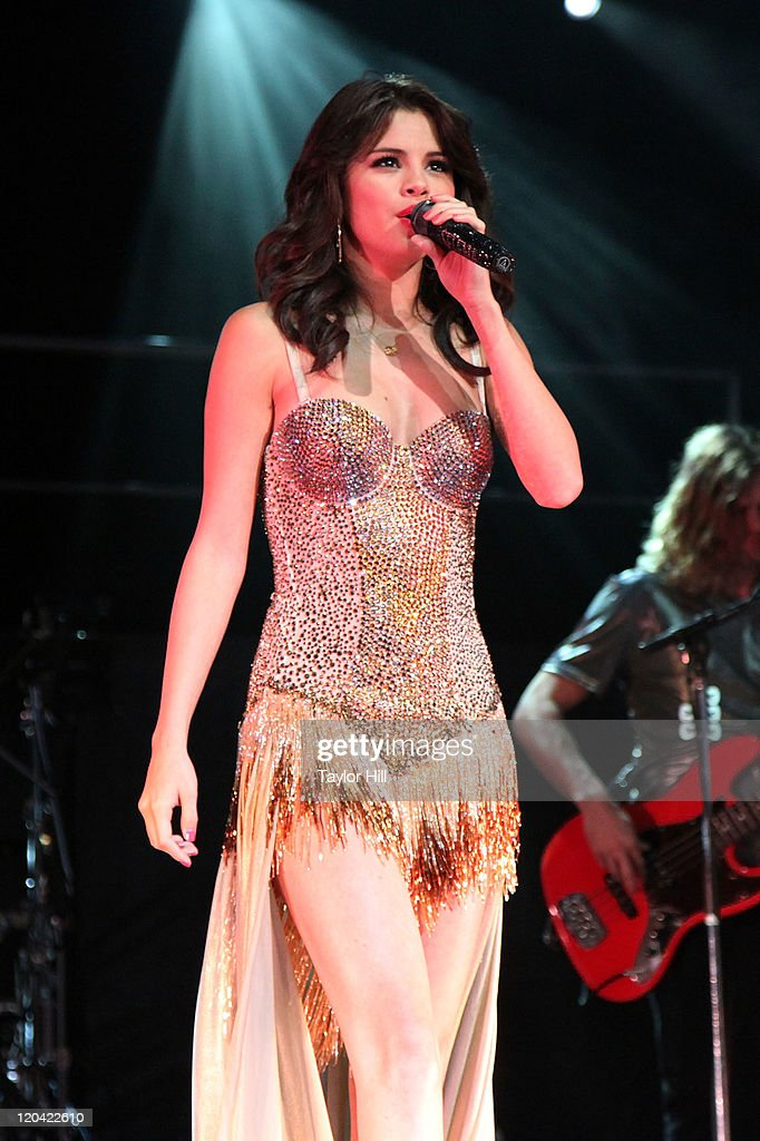 <a gi-track='captionPersonalityLinkClicked' href=/galleries/search?phrase=Selena+Gomez&family=editorial&specificpeople=4295969 ng-click='$event.stopPropagation()'>Selena Gomez</a> performs at Bethel Woods Art Center on August 5, 2011 in Bethel, New York.