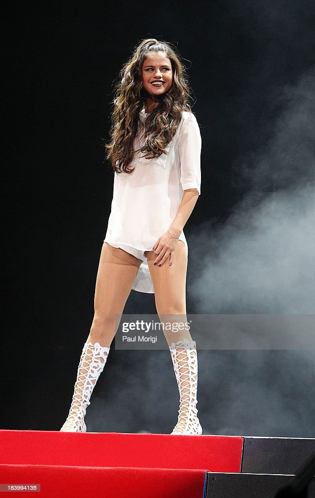 <a gi-track='captionPersonalityLinkClicked' href=/galleries/search?phrase=Selena+Gomez&family=editorial&specificpeople=4295969 ng-click='$event.stopPropagation()'>Selena Gomez</a> performs at the Patriot Center on October 10, 2013 in Washington, DC.