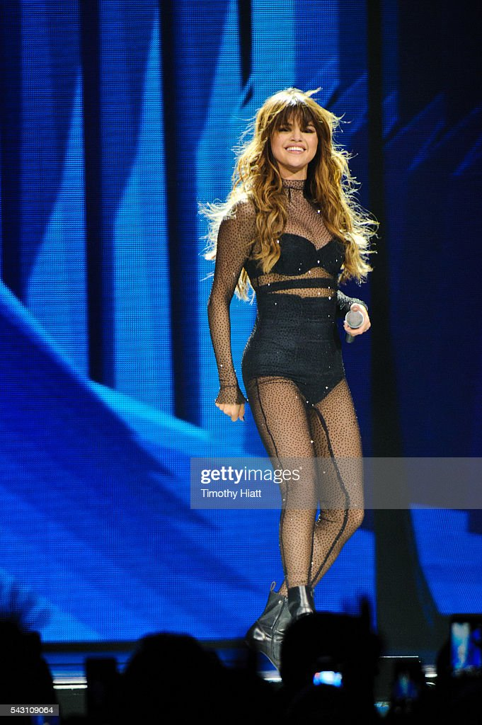 <a gi-track='captionPersonalityLinkClicked' href=/galleries/search?phrase=Selena+Gomez&family=editorial&specificpeople=4295969 ng-click='$event.stopPropagation()'>Selena Gomez</a> performs at United Center on June 25, 2016 in Chicago, Illinois.