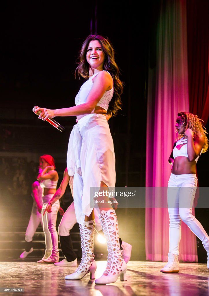 <a gi-track='captionPersonalityLinkClicked' href=/galleries/search?phrase=Selena+Gomez&family=editorial&specificpeople=4295969 ng-click='$event.stopPropagation()'>Selena Gomez</a> performs in concert during her Stars Dance Tour at The Palace of Auburn Hills on November 26, 2013 in Auburn Hills, Michigan.
