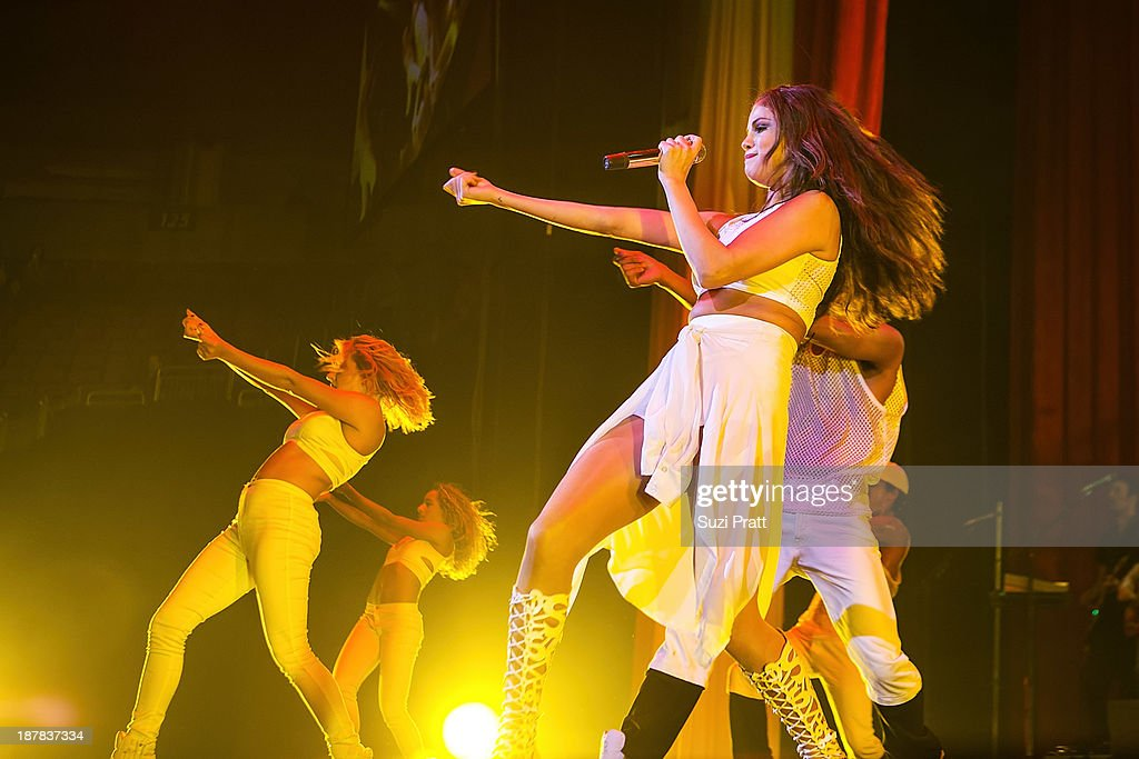 <a gi-track='captionPersonalityLinkClicked' href=/galleries/search?phrase=Selena+Gomez&family=editorial&specificpeople=4295969 ng-click='$event.stopPropagation()'>Selena Gomez</a> performs live at Key Arena on November 12, 2013 in Seattle, Washington.