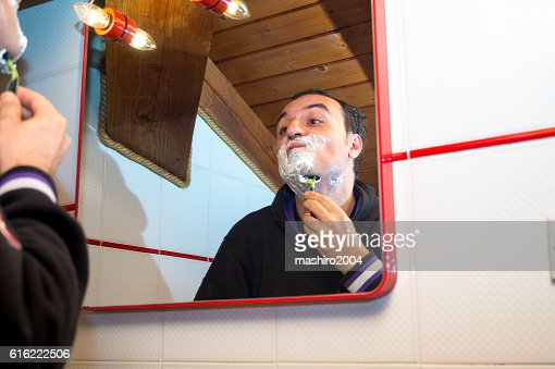 selfie in the mirror while i shave beard : Stockfoto