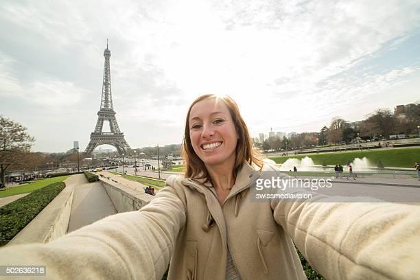 Selfie portrait de la tour Eiffel, à Paris