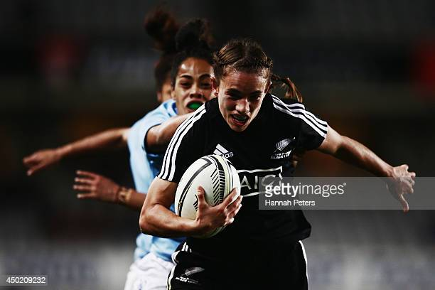 Selica Winiata of the Black Ferns makes a break during the Women's International Test Match between the New Zealand Black Ferns and Samoa at Eden...