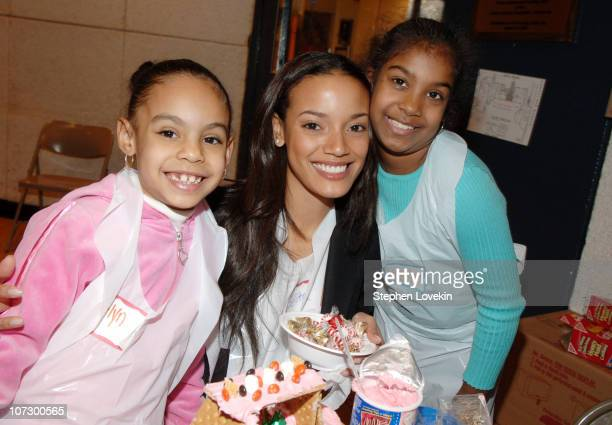 Selita Ebanks and some of the children from the Free Arts Program