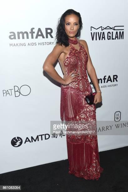 Selita Ebanks at amfAR Los Angeles 2017 at Ron Burkle's Green Acres Estate on October 13 2017 in Beverly Hills Californi