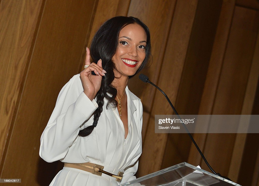 <a gi-track='captionPersonalityLinkClicked' href=/galleries/search?phrase=Selita+Ebanks&family=editorial&specificpeople=619483 ng-click='$event.stopPropagation()'>Selita Ebanks</a> attends the fourth annual Voss Foundation Women Helping Women New York luncheon at Dream Downtown on November 14, 2013 in New York City.