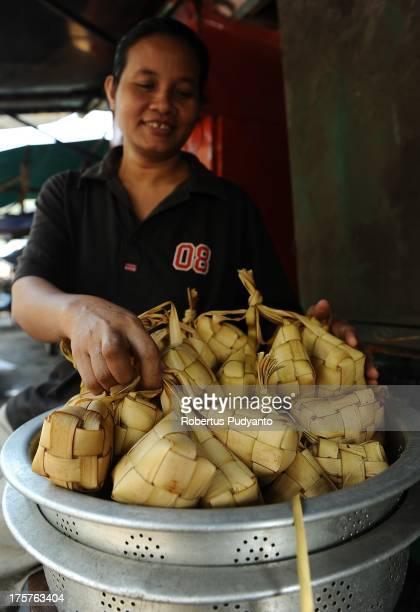 Sellers prepare ketupat as special Eid alFitr dishes on August 8 2013 in Surabaya Indonesia Muslims worldwide observe the Eid alFitr prayer to mark...