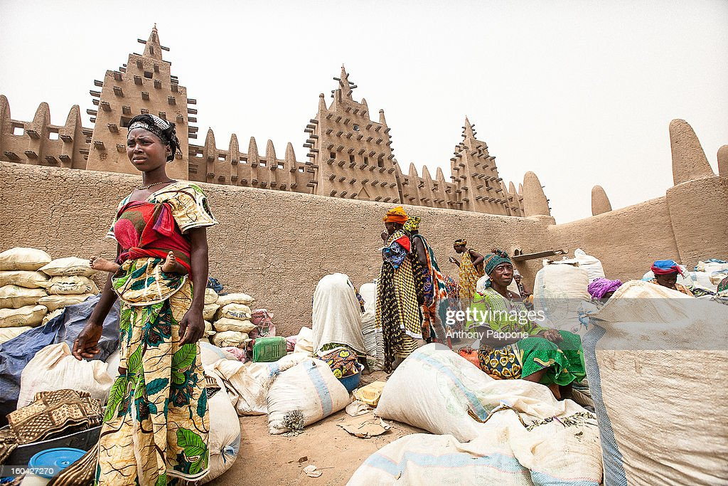 CONTENT] sellers under the large mud mosque at Djenne market, sahel, mali