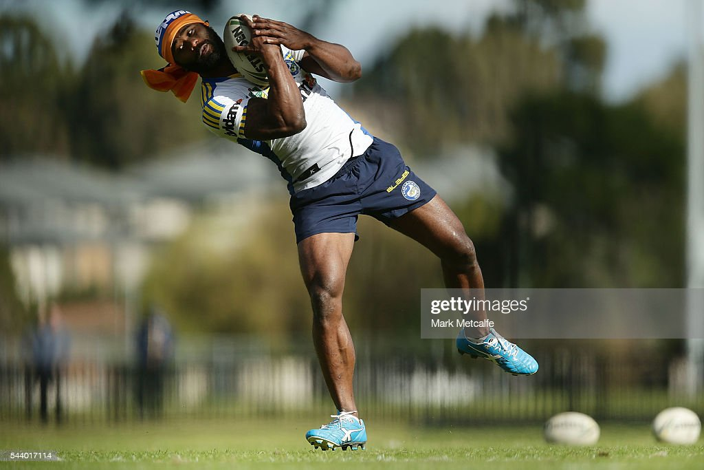 <a gi-track='captionPersonalityLinkClicked' href=/galleries/search?phrase=Semi+Radradra&family=editorial&specificpeople=7896121 ng-click='$event.stopPropagation()'>Semi Radradra</a> catches a ball during a Parramatta Eels training session at the Eels Training Centre on July 1, 2016 in Sydney, Australia.